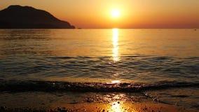 Sonnenaufgangschattenbild über Meer und Himmel die Türkei stock footage
