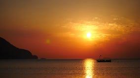 Sonnenaufgangschattenbild über Meer und Himmel die Türkei stock video
