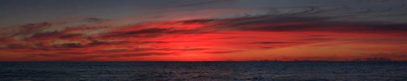 Sonnenaufgangseewanne weit Lizenzfreies Stockbild