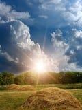 Sonnenaufgangsonne-Himmelwolken Stockfotos
