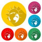 Sonnenaufgangzeichen - Planeten-Erdlogo, Sonnenaufgang über Erdikone, Farbikone mit langem Schatten Lizenzfreies Stockbild