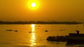 SonnenaufgangZeitspanne in Ho Chi Minh-Fluss, Sai Gon, Vietnam stock footage