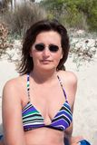 Sonnenbaden. Portrait of a nice, brunette women at the beach royalty free stock photography