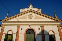 Sonnenbeschiene Fassade eines alten und eleganten Palastes von Conselve in der Provinz von Padua (Italien) Lizenzfreie Stockbilder