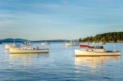 Sonnenbeschiene Fischerboote Stockfoto