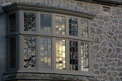 Sonnenbeschiene georgische Fenster Stockfoto