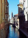 Sonnenbeschiener Kanal Venedig lizenzfreies stockfoto