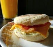 Sonnenbeschienes Frühstück Stockbilder