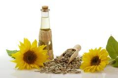 Sonnenblumenöl in einer Flasche stockbild