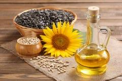 Sonnenblumenöl, Samen und Sonnenblume Lizenzfreie Stockfotografie