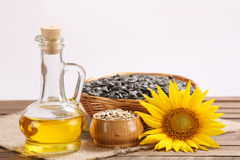 Sonnenblumenöl, Samen und Sonnenblume Lizenzfreies Stockbild