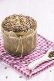 Sonnenblumen-Brot mit Krumen, neues Jahr-Stoff, Teelöffel Lizenzfreie Stockfotos