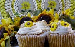 Sonnenblumen-kleine Kuchen lizenzfreies stockbild
