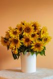 Sonnenblumen-Vase Lizenzfreie Stockbilder