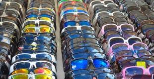 Sonnenbrille für Verkauf auf Marktstall Stockfoto