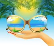 Sonnenbrille mit Reflexion des Sommers Stockbilder