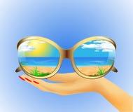 Sonnenbrille mit Reflexion des Sommers Lizenzfreie Stockfotografie