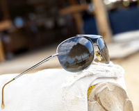 Sonnenbrille-Strand-Reflexion lizenzfreies stockfoto
