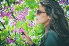 Sonnenbrillefrau Lizenzfreie Stockfotos