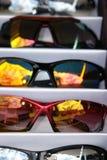 Sonnenbrillen für Verkauf Lizenzfreie Stockfotografie