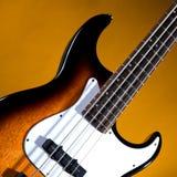 Sonnendurchbruch-Baß-Gitarre getrennt auf Gold lizenzfreie stockbilder
