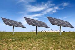 Sonnenenergie auf dem Grasland Lizenzfreies Stockbild
