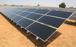 Sonnenenergie-Bauernhof Lizenzfreie Stockfotos