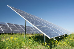 Sonnenenergiestation Stockfotografie