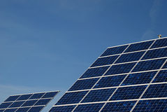 Sonnenenergiestation Lizenzfreie Stockfotos