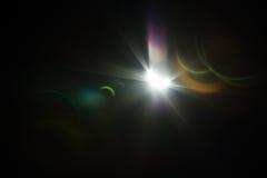 Sonnenfinsternis mit Solarexplosion und Blendenfleck Stockbild
