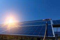 Sonnenkollektor, alternative Stromquelle - Konzept von stützbaren Betriebsmitteln, dieses die Sonnentracking-systeme, Reinigungsw stockbilder