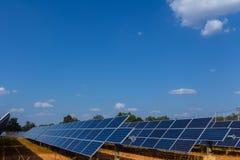 Sonnenkollektor, alternative Stromquelle - Konzept von stützbaren Betriebsmitteln und dieses ist ein neues System, das erzeugen k stockbilder