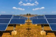 Sonnenkollektor, alternative Stromquelle - Konzept von stützbaren Betriebsmitteln und dieses ist ein neues System, das erzeugen k stockfotos