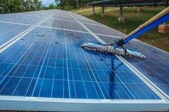 Sonnenkollektor, alternative Stromquelle - Konzept von stützbaren Betriebsmitteln und dieses ist ein neues System, das erzeugen k lizenzfreies stockbild