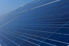 Sonnenkollektor, alternative Stromquelle - Konzept von stützbaren Betriebsmitteln und dieses ist ein neues System, das erzeugen k lizenzfreie stockbilder