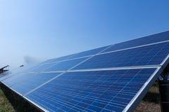 Sonnenkollektor, alternative Stromquelle - Konzept von stützbaren Betriebsmitteln und dieses ist ein neues System, das erzeugen k lizenzfreies stockfoto