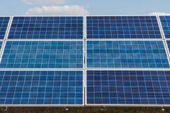 Sonnenkollektor, alternative Stromquelle - Konzept von stützbaren Betriebsmitteln und dieses ist ein neues System, das erzeugen k lizenzfreie stockfotos