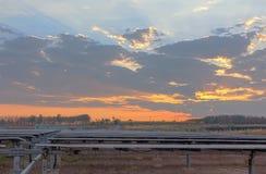 Sonnenkollektor, alternative Stromquelle - Konzept von st?tzbaren Betriebsmitteln und dieses ist ein neues System, das erzeugen k stockfoto