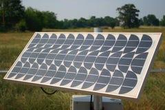 Sonnenkollektor auf einem Gebiet Stockfotos