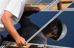 Sonnenkollektor-Einbau Lizenzfreie Stockfotos