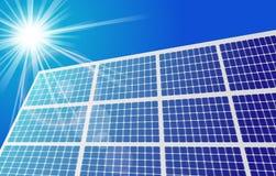 Sonnenkollektor gegen blauen Himmel Stockbilder
