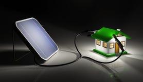 Sonnenkollektor lädt ein kleines Haus auf Stockbilder