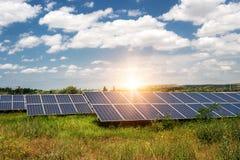 Sonnenkollektor, photo-voltaische, alternative Stromquelle lizenzfreie stockbilder