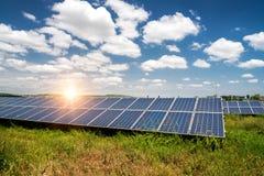 Sonnenkollektor, photo-voltaische, alternative Stromquelle stockfotos