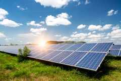 Sonnenkollektor, photo-voltaische, alternative Stromquelle lizenzfreie stockfotografie