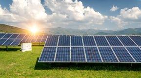 Sonnenkollektor, photo-voltaische, alternative Stromquelle lizenzfreies stockfoto