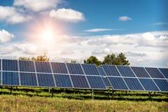 Sonnenkollektor, photo-voltaische, alternative Stromquelle lizenzfreie stockfotos
