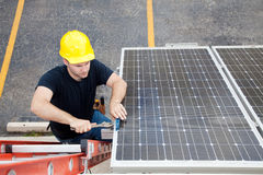 Sonnenkollektor-Reparatur mit Copyspace Stockfoto