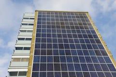 Sonnenkollektor-Wohngebäude stockfotos