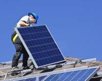 Sonnenkollektoreinbau Stockfotografie